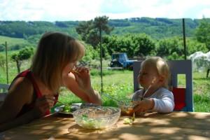 Salát ze zahrady chutná i budoucí gurmánce.