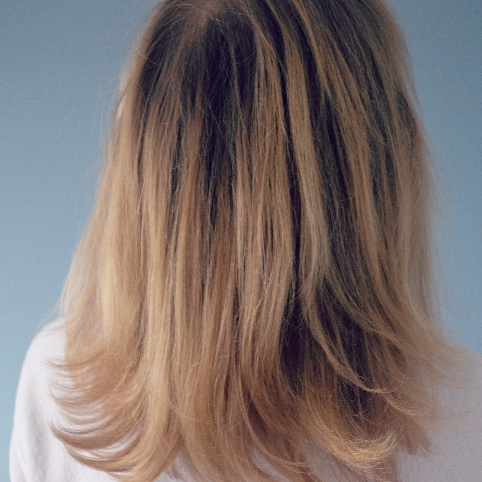 žitná mouka na vlasy